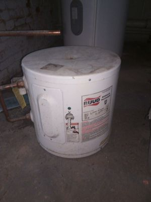 5 gallon electric water heater for Sale in York, PA