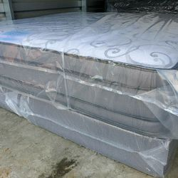 KING GREY PILLOWTOP SET for Sale in Union City,  GA