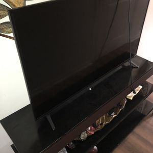 55 Inch Vizio smart Tv ( Like New) With Rot Iron Glass And Tv Stand (very Sturdy Like New) for Sale in Elizabeth, PA