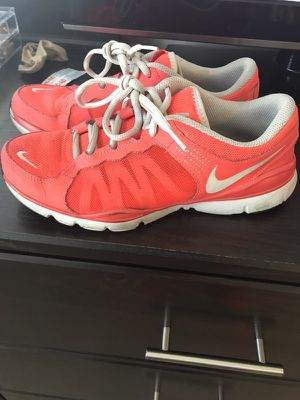 Nike tennis shoes size 7 for Sale in Austin, TX