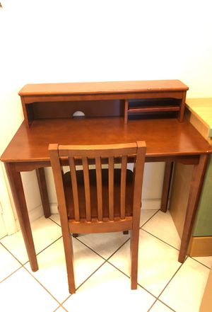 Kids desk and chair for Sale in Fort Lauderdale, FL