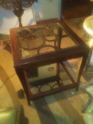 Ultramodern end table for Sale in Fort Worth, TX
