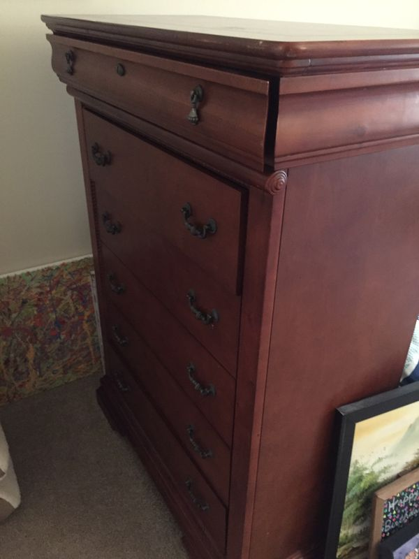 5-drawer dresser with jewelry drawer