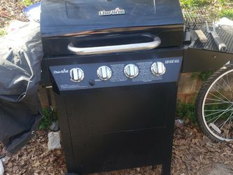 Charbroil advantage gas grill. Works great. Comes with cover and all items on it. Pickup in spartanb for Sale in Spartanburg,  SC