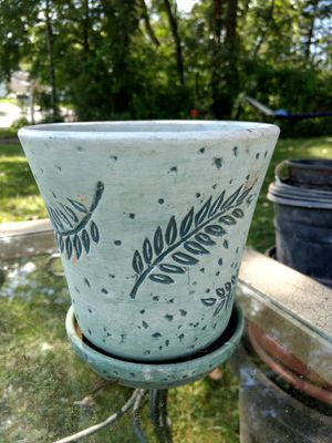 Leaf flower pot for Sale in Mansfield, OH