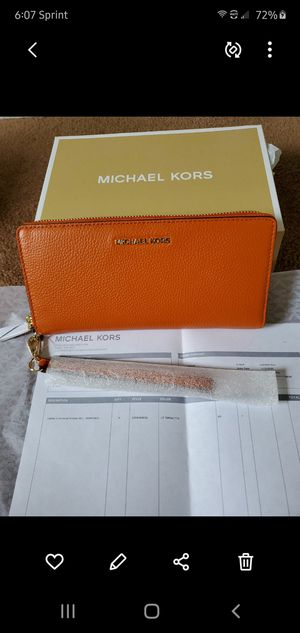 New Michael Kors wallet for Sale in Obetz, OH
