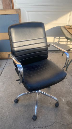 Rolling desk chair for Sale in Fresno, CA