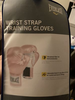 Pink boxing gloves new in box for Sale in Hialeah, FL