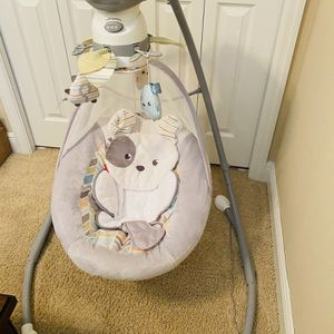 Fisher Price Bahy Swing for Sale in Casselberry, FL