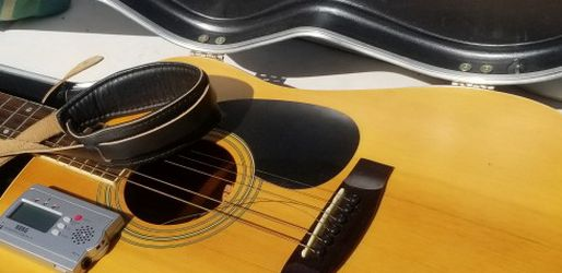 Mitchell Acoustic guitar (Plus Case, Strap And Tuner) for Sale in Tijuana,  MX