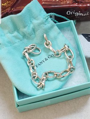 Tiffany & co oval clasping bracelet 7.5 for Sale in Suisun City, CA