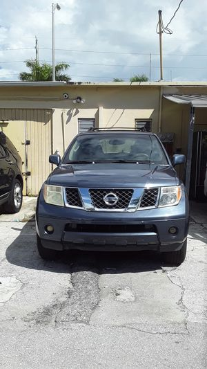 Awesome condition 2009 Nissan Pathfinder l e loaded 3 row seats panoramic sunroof clean title good miles for Sale in Pembroke Pines, FL