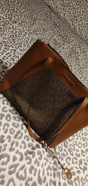Mk purse $ matching shoes size 7 1/2 for Sale in Bartow, FL