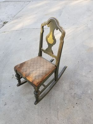 Very old antique kids rocking chair. for Sale in Simi Valley, CA