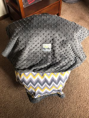 Itzy Ritzy Baby Car Seat Cover - Reversible for Sale in Ventura, CA