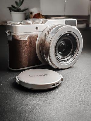 PanasonicLumix DMC-LX100 Digital Camera Multi Aspect Sensor 24-75mm Leica DC VARIO-SUMMILUX F1.7-2.8 Lens for Sale in Norwalk, CA