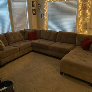 Grey Sectional Couch for Sale in Gladstone, OR