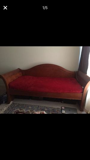 Twin bed ! Solid wood! In perfect conditions for Sale in Ashburn, VA