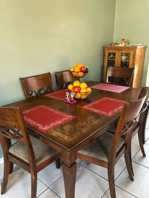 Dinning Room table and chairs 7pc wooden set for Sale in Carson, CA