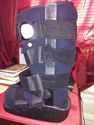Medical Boot (MAXTRAX) for Sale in Columbus, OH