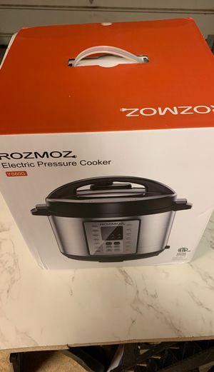Instant pot pressure cooker 14 in 1 NIB for Sale in Medina, OH