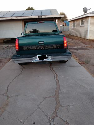 Chevy silverado 1500 ,a/c,llantas nuevas, placas por 2 años, v6 motor 4.3 for Sale in Phoenix, AZ