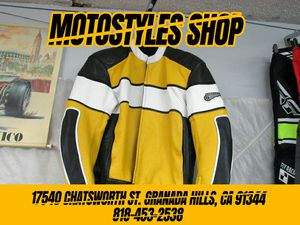 Motorcycle riding jacket size 48 XXL high quality racing leather jacket for Sale in San Fernando, CA