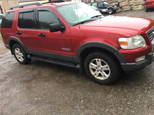 Clean Loaded 06 Ford Explorer XLT for Sale in Pittsburgh, PA
