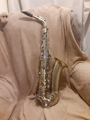 Conn USA shooting star saxophone with mother of pearl for Sale in Burkburnett, TX