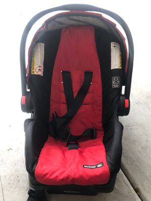 Graco snug ride infant car seat with base for Sale in Phoenix, AZ