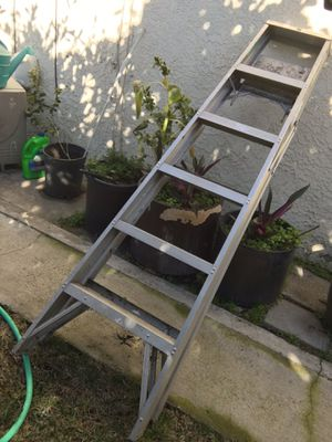 6 feet foldable ladder 200 lb weight capacity for Sale in Rosemead, CA