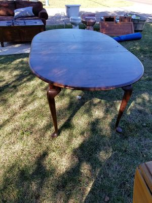Vintage kitchen table with removeable leaf for Sale in Choctaw, OK