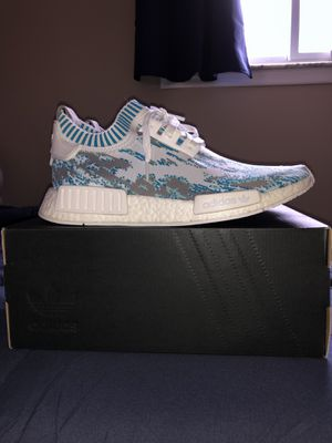 Adidas NMD R1 PK SNS Datamosh sz 9 for Sale in Detroit, MI