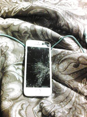 iPhone 5. Needs screen. for Sale in Statesville, NC