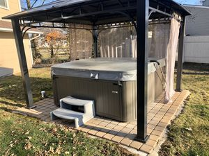 Sundance Hot Tub/Spa, 2 years old, 7 person for Sale in Manalapan Township, NJ