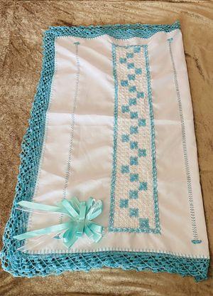 Sabanas bordadas a mano ideales para amamantar o cubrir a tu bebe / hand made baby sheets ideal for breastfeeding for Sale in Visalia, CA