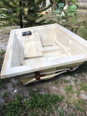 Hot tub with pump and filter for Sale in Hollywood, FL