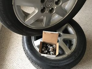205/60 R16 OEM Tires and wheels For Toyota Avalon for Sale in East Moline, IL