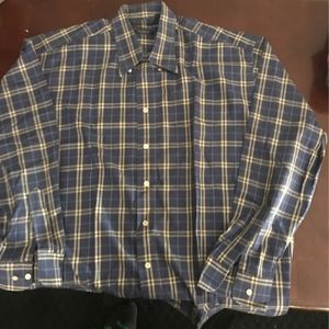 Burberry Camisas L Xl $50 Cada Una for Sale in South Gate, CA