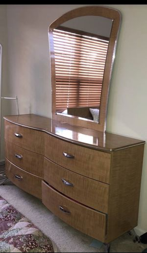Dresser and mirror for Sale in Tinley Park, IL