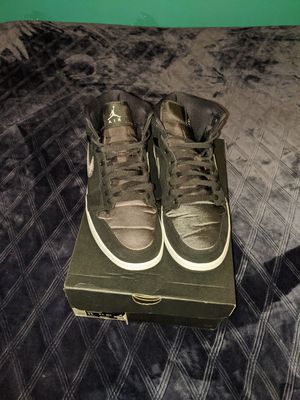 Air Jordans 1 MID SE Black/Anthracite-White (size 11) for Sale in Los Angeles, CA