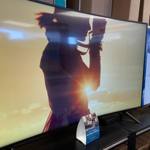 """Samsung 65"""" Smart 4K UHD HDR Curved TV for Sale in Apple Valley, CA"""