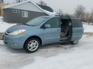 Toyota sienna limited awd excellent condition clean title back camara dvd navigation and more for Sale in Denver, CO