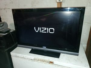 "Vizio 37"" 1080p TV, Very Good Pre-Owned Condition for Sale in Arlington, VA"