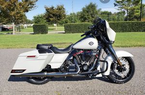 Only 265 Miles- Harley Davidson 2020 street glide CVO for Sale in Englishtown, NJ