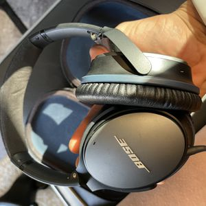 Bose headphones With Case for Sale in San Marcos, CA