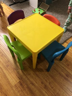 Kids table with four chairs $25 for Sale in Moreno Valley, CA
