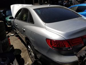 Partes only hyundai azera 2010 for Sale in Inglewood, CA