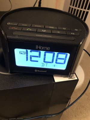 iHome Bluetooth Bedside Dual Alarm Clock Radio with Speakerphone for Sale in Warrenton, VA