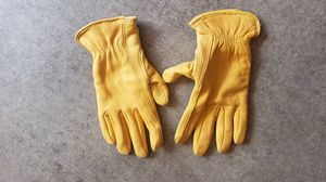 Small ladies or big kids nice leather working gloves for Sale in Sammamish, WA